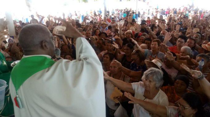DEVOTOS DA ROMARIA DE NOSSA SENHORA DAS CANDEIAS
